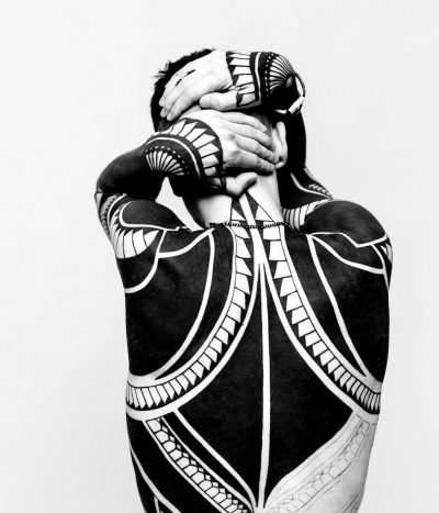 tatuaje blackout blackwork